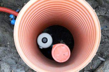 Монтаж насоса на воду в скважине